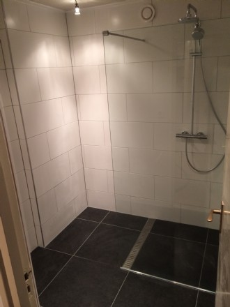 Badkamer in Bolsward compleet gerenoveerd alles in eigen beheer en dus maar 1 aanspreek punt