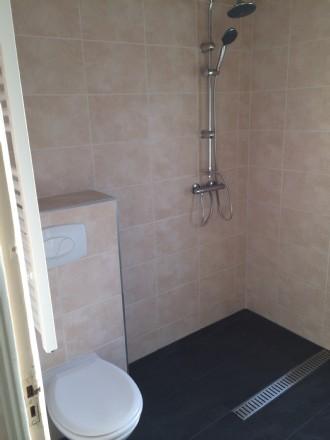 Badkamer in Sneek gerenoveerd alles in eigen beheer. dus maar 1 aanspreek punt.