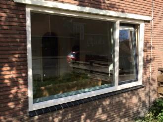 Houten kozijnen vervangen voor kunststofkozijnen met nieuwe raamdorpel stenen